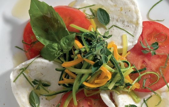 Ricetta Caprese con verdure agli aromi