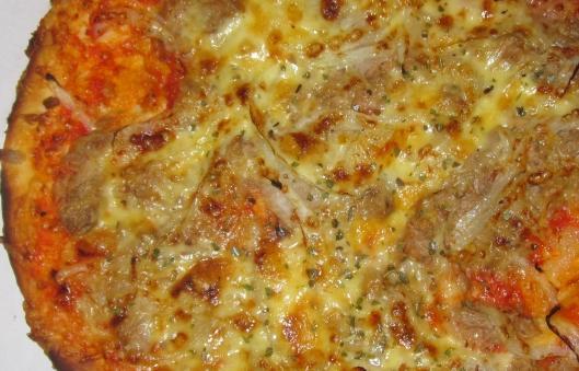 Ricetta Pizza al pomodoro e tonno