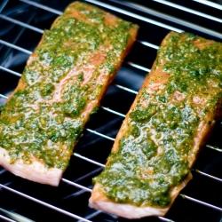 Ricetta Salmone grigliato al pesto di radicchio trevisano