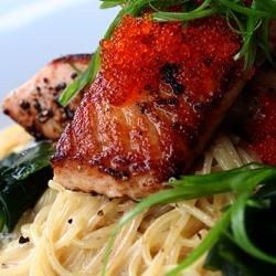 Ricetta Spaghetti alghe e salmone