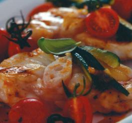 Ricetta Scaloppe di pescatrice con zucchine e pomodori