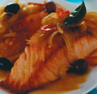 Ricetta Salmone scottato con cipolle