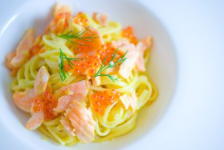 Ricetta Tagliolini al salmone affumicato con patate e aneto