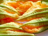 Ricetta Fiori di zucchine ripieni e fritti